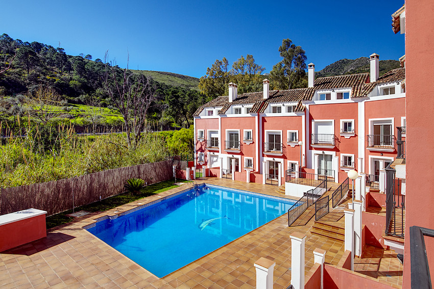 Beautiful townhouse with views to the mountain and the pool in a cozy, small urbanization with the c,Spain
