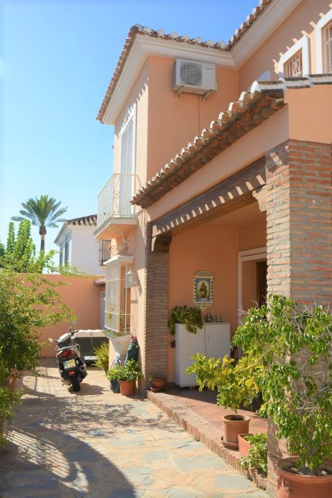 Villa Detached in Los Pacos, Costa del Sol