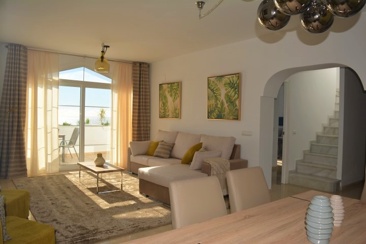 This is a beautiful and bright spacious DUPLEX PENTHOUSE apartment located just 900 metres from the ,Spain