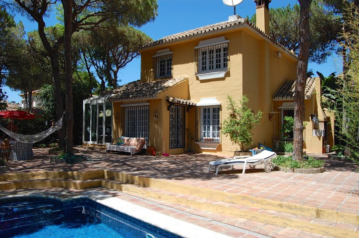 Beautiful typical Spanish house in an amazing residential area beyond the pines in Calahonda. ONLY 4,Spain