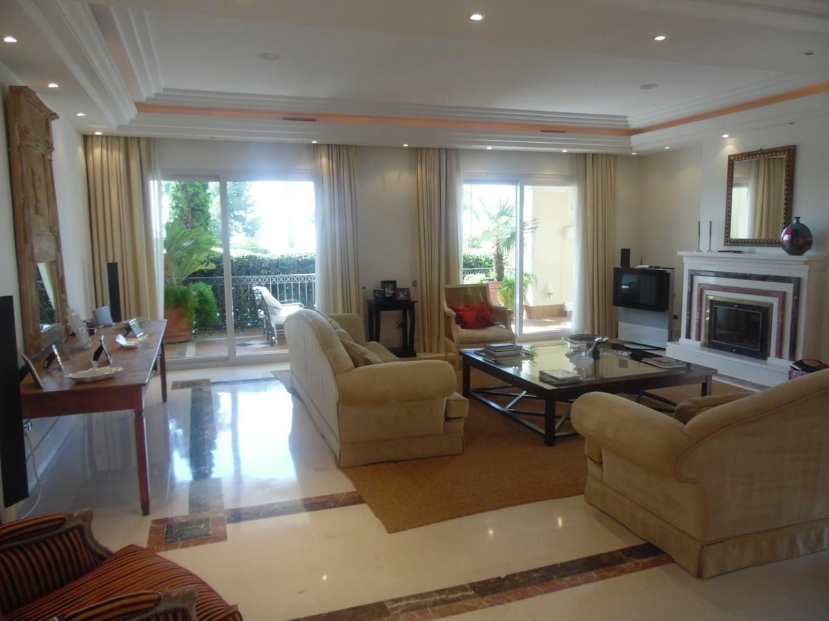 Marbella Banus Apartamento Planta Baja en venta en Marbella – R3250039