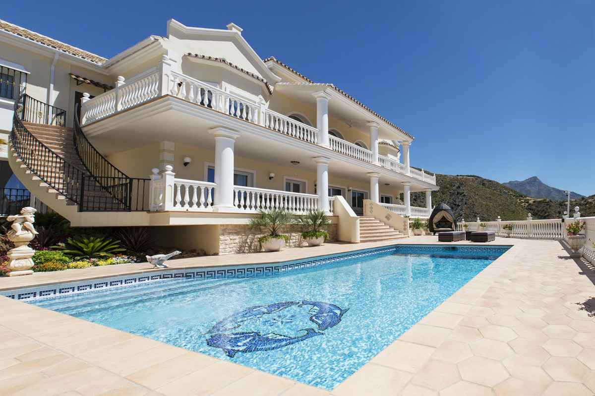 Fantastic villa with panoramic sea view and golf course view in La Quinta (Benahavis)  The property ,Spain