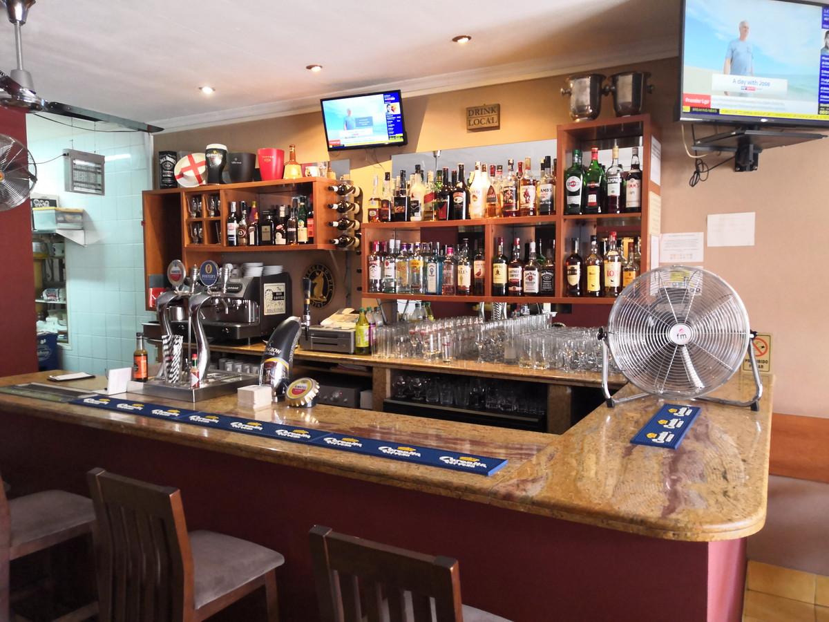FREEHOLD BAR FOR SALE IN CALAHONDA. Rare opportunity to buy a freehold bar in a very busy are of Cal,Spain