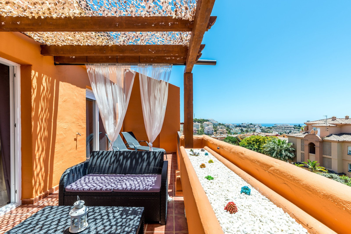 Great apartment with 2 bedrooms and 2 bathrooms with underfloor heating (one en suite) in the Royal ,Spain