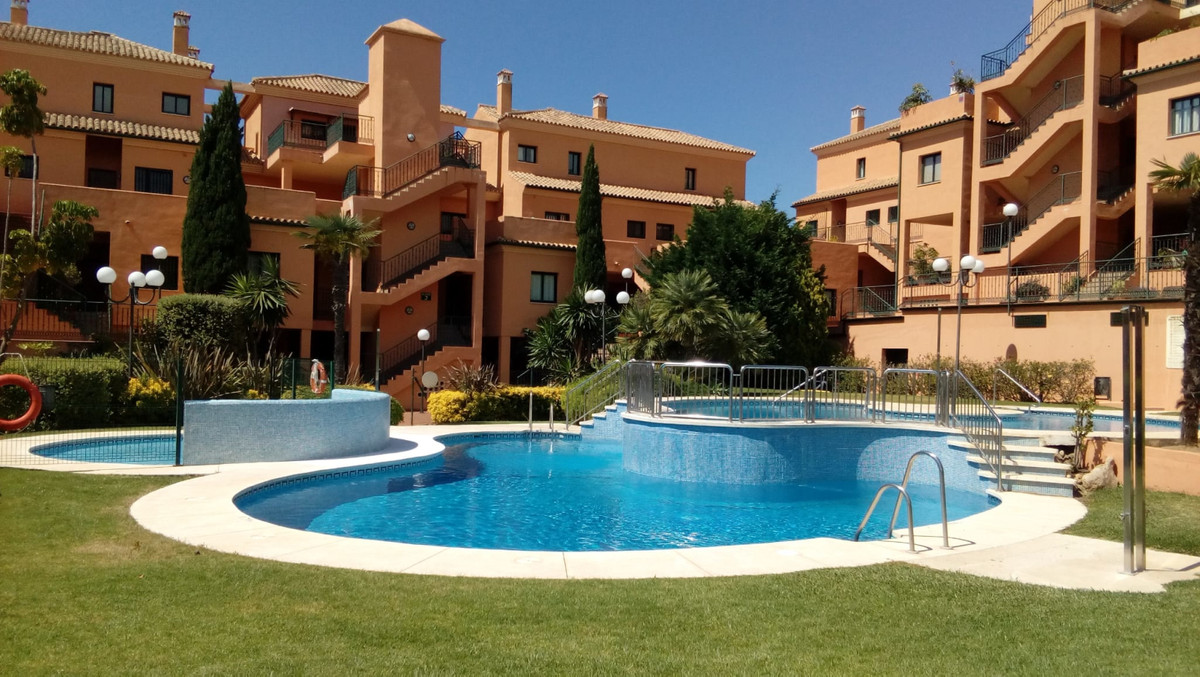 The urbanization is located on the first line of golf and is very well maintained, it has just been , Spain
