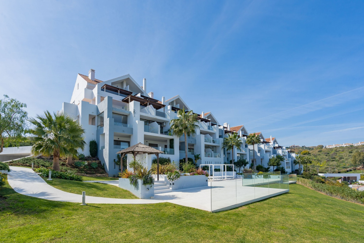 IDEAL INVESTMENT! Spectacular corner duplex penthouse with uninterrupted panoramic views to the golf,Spain