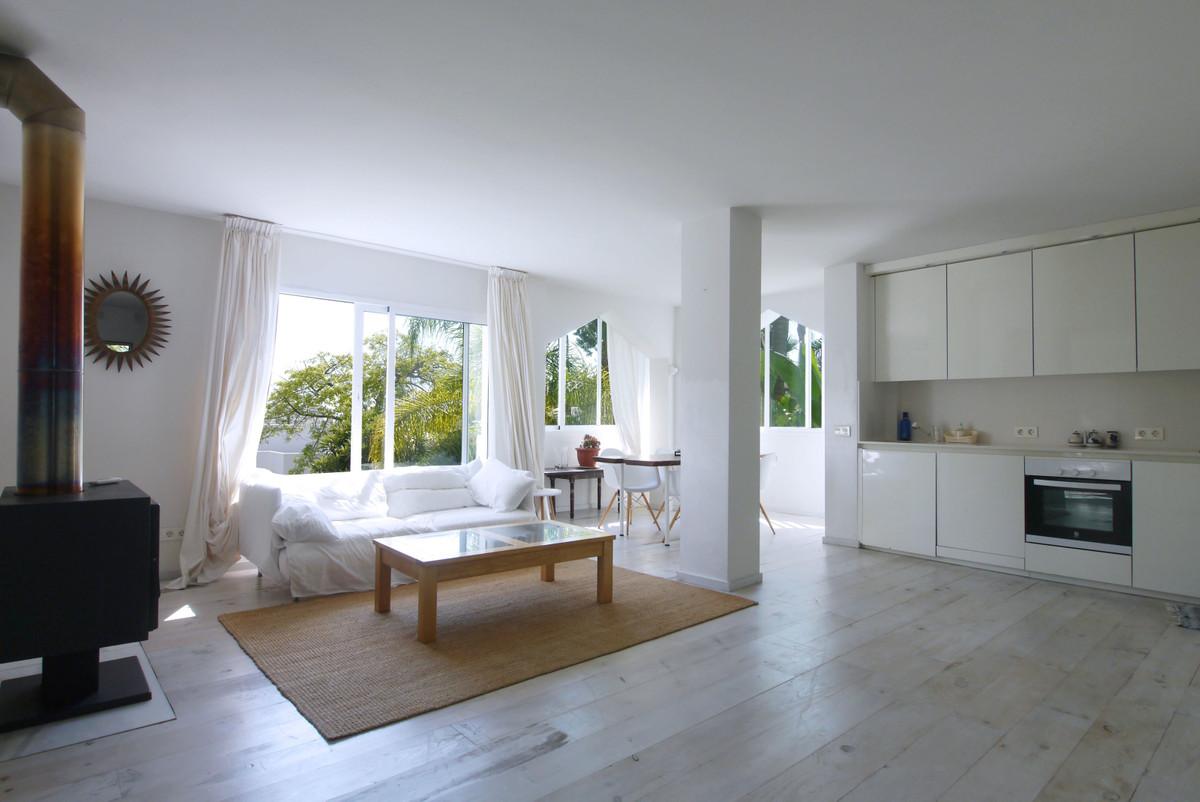 Apartamento Planta Media en Venta en Las Chapas – R3682508