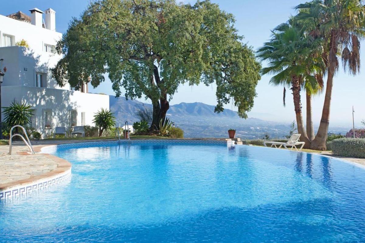 Marbella Banus Apartamento Planta Media en Venta en La Mairena – R2901809