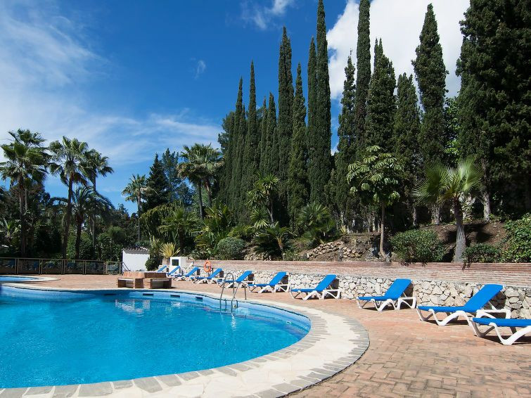 Beautiful apartment 6 minutes from the beach and the port of Cabopino. The apartment has two bedroom,Spain
