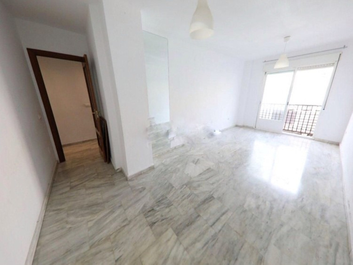 Middle Floor Apartment in Las Lagunas R3180211