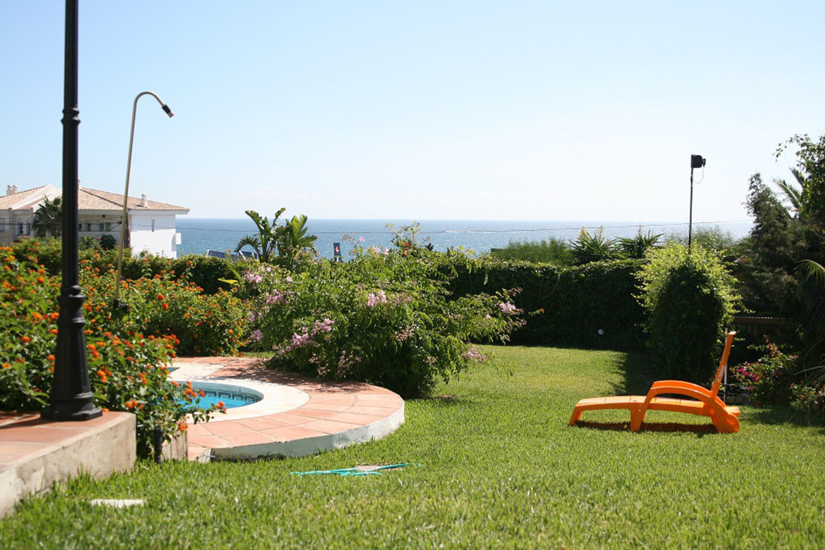 LARGE VILLA WITH SEA VIEWS AND PRIVATE POOL IN ESTEPONA  This villa ticks lots of boxes. There is pl, Spain
