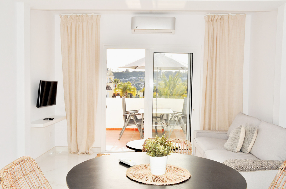 Southwest facing 2 bedroom apartment in excellent condition in the popular urb Aloha Sur 32, close t, Spain