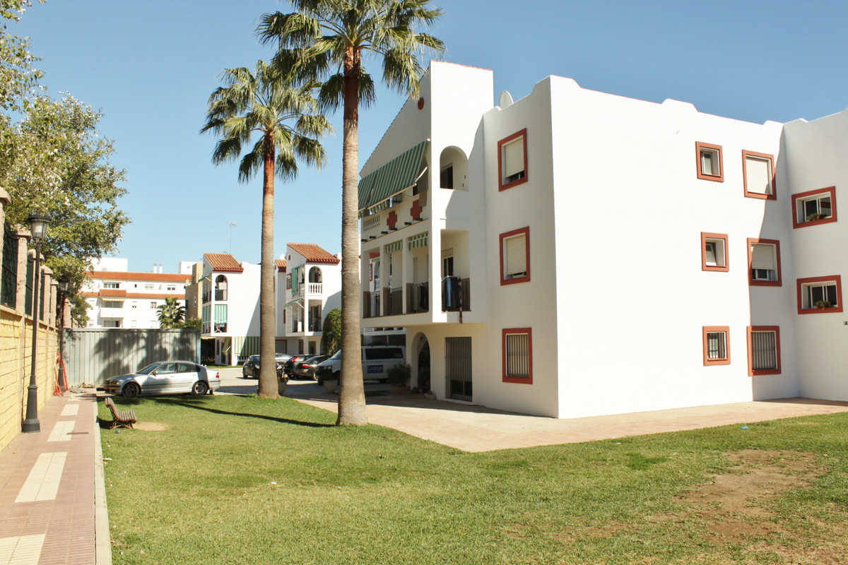 OK, let´s stick to the facts this time and skip the empty phrases. - 3 Bedrooms - Southfaced apartme, Spain