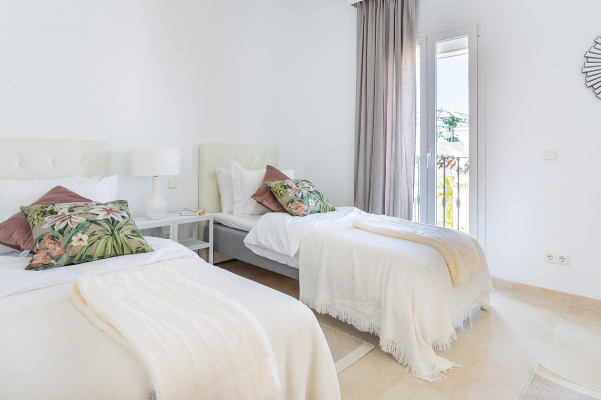 4 Bedroom Terraced Townhouse For Sale Nueva Andalucía