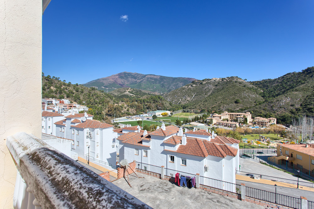 ozy and spacious, typical townhouse on two floors right in the middle of the town center of Benahavi, Spain