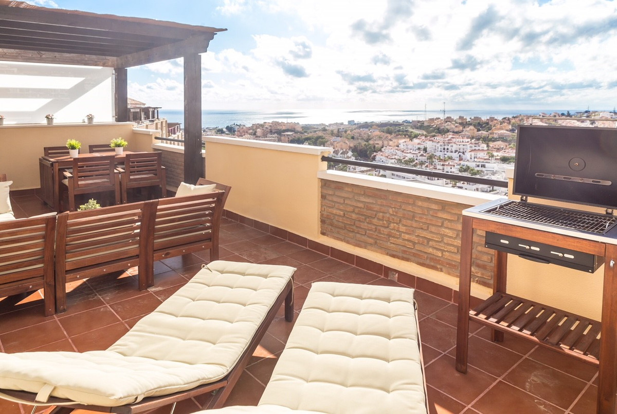 Penthouse located in Riviera del Sol with spacious south-west terrace and magnificent views of the c, Spain