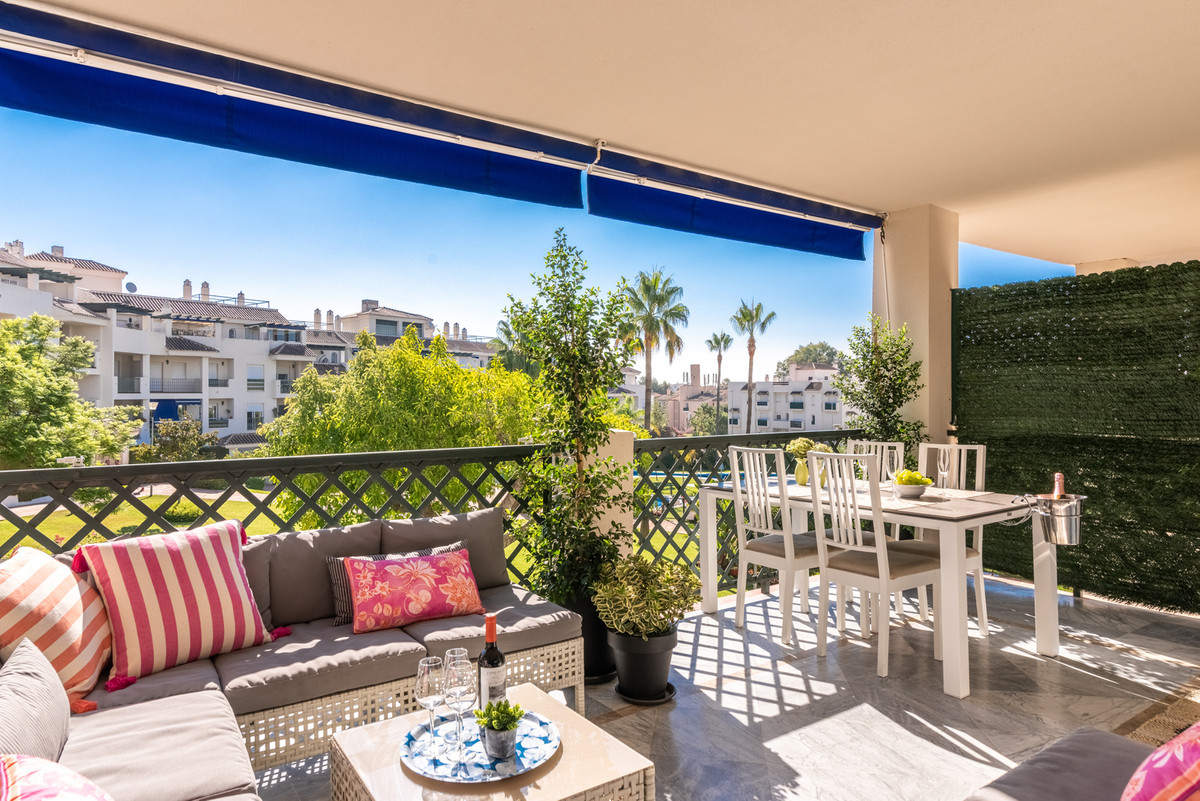 Totally reformed apartment in a good location, close to Puerto Banus, beaches and supermarkets. 2 be, Spain