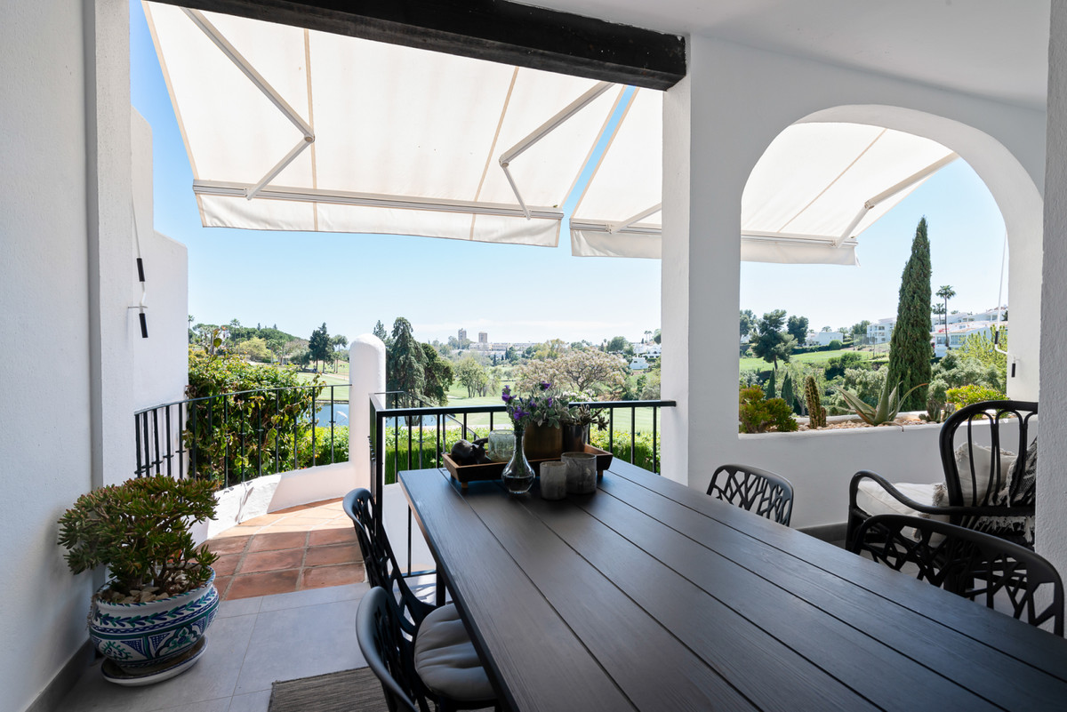 A fantastic opportunity! Completely renovated townhouse in the heart of the golf valley in Nueva And,Spain