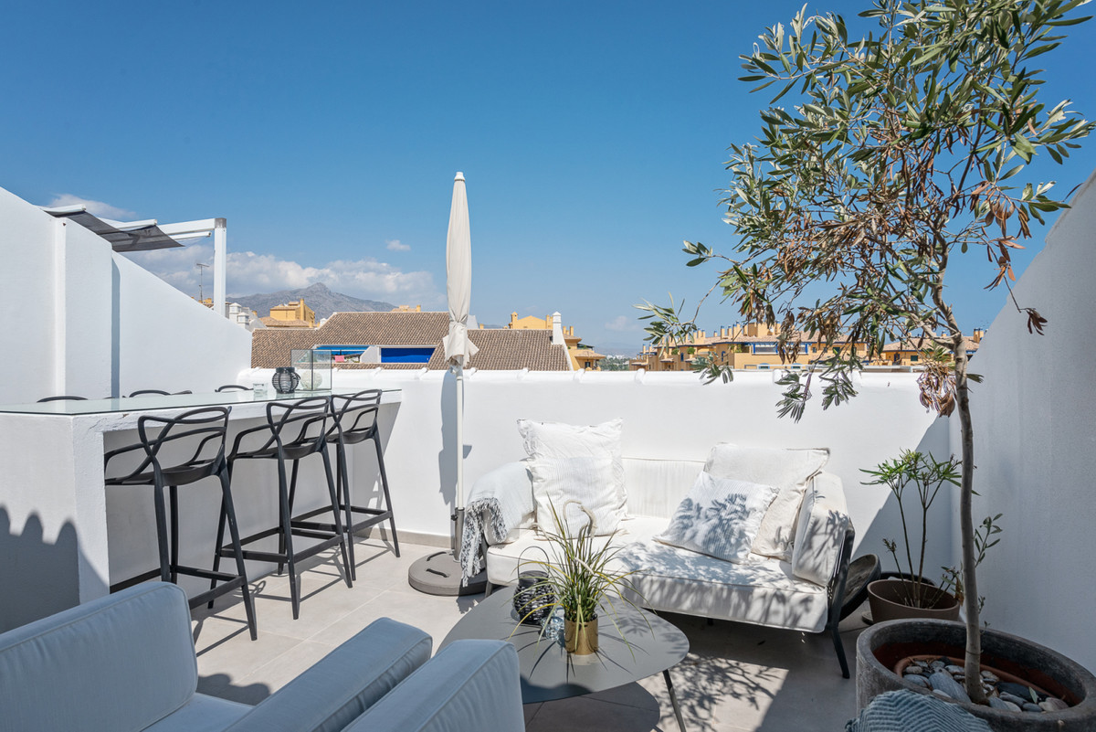 Modern and newly renovated penthouse with only 1000 meters to the beach in San Pedro, with sea views, Spain