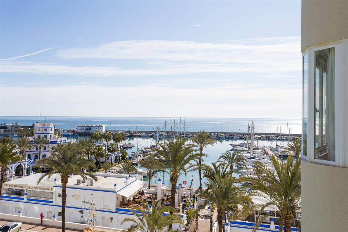 Nice apartment just next to the port of Estepona in a urbanisation with a nice poolarea overlooking , Spain