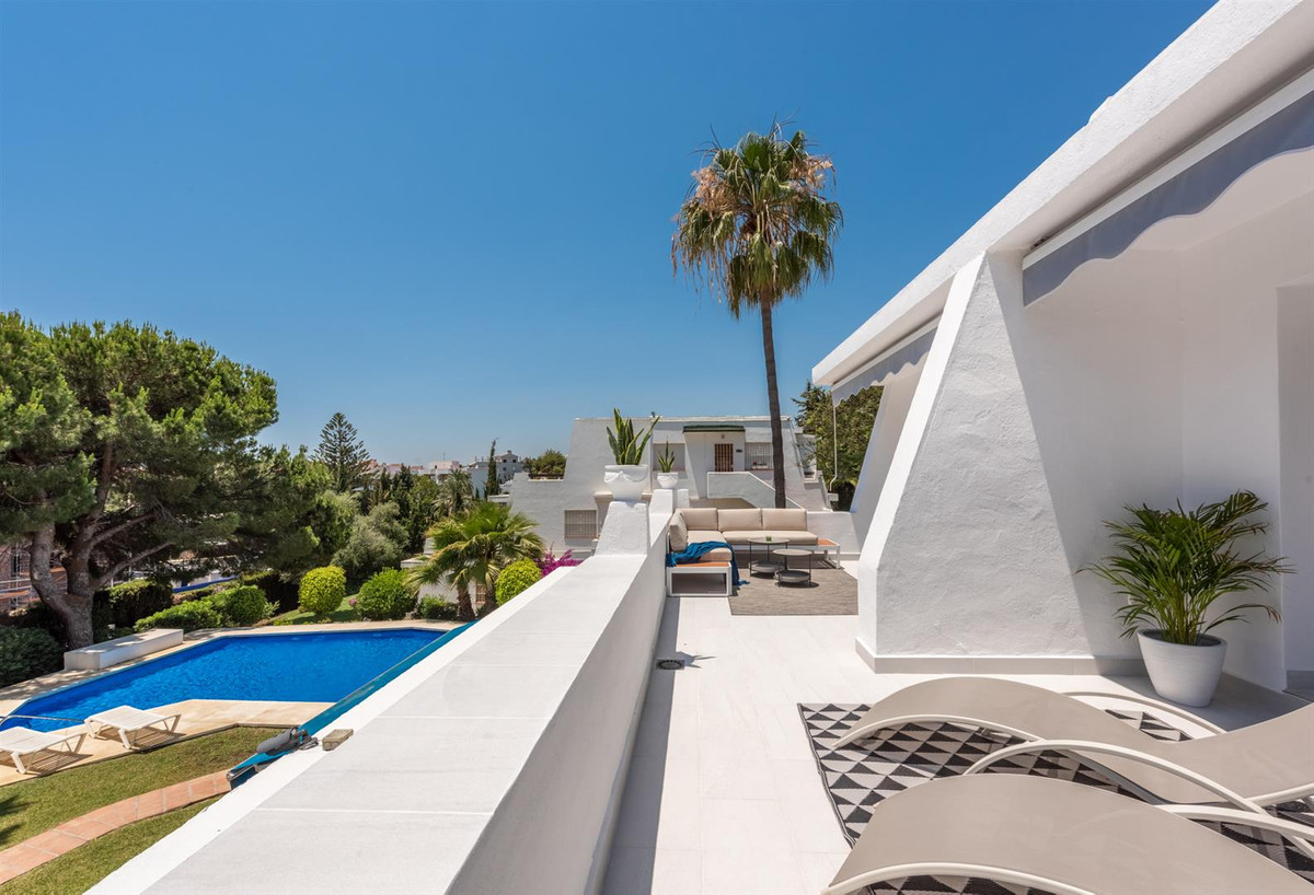 Spacious apartment of 154 generous sqm and 36 sqm sun terrace in a perfect position with sun from mo, Spain