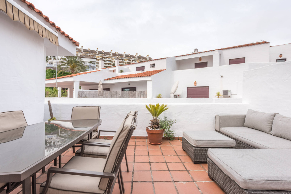 RESERVED!  A tasteful Penthouse in Nueva Andalucia in the popular urbanisation La Maestranza. The ap, Spain