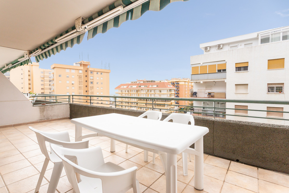 Very centric, second beach line apartment in Fuengirola! This property offers 3 bedrooms, 2 bathroom,Spain
