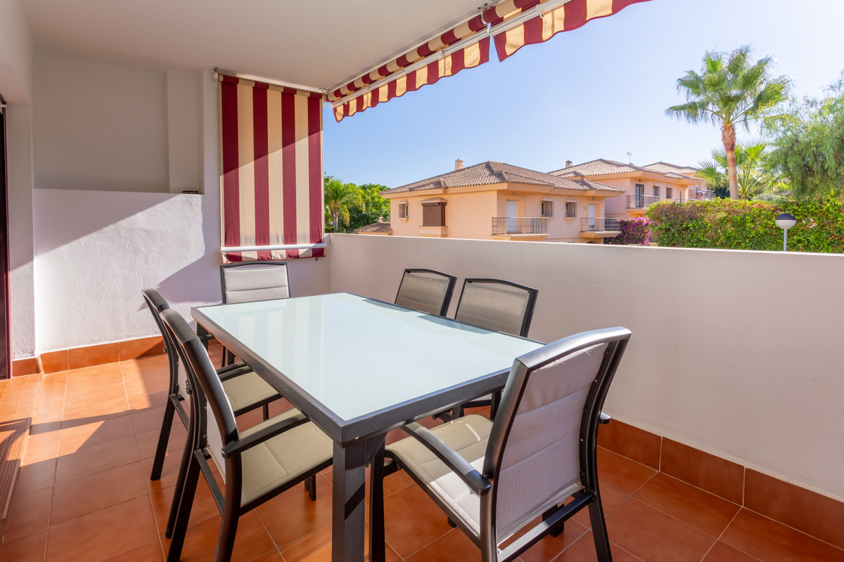 Beautiful apartment within a nice gated community in Riviera del Sol. This property, with total buil,Spain