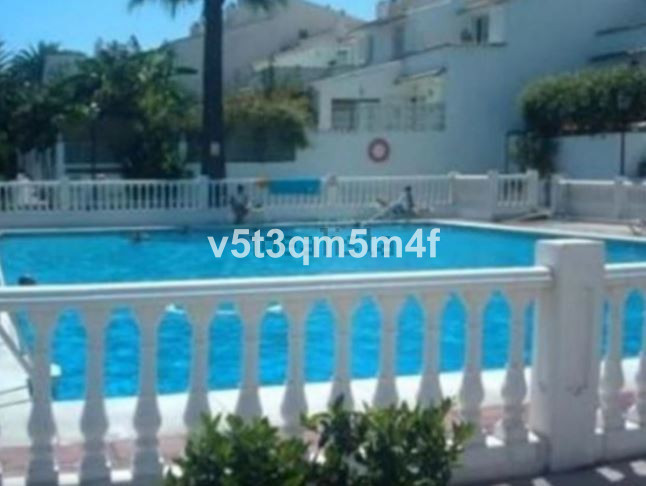 Excellent semi-detached located in a beautiful urbanization very well connected and a step away from,Spain