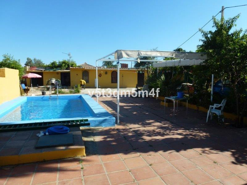Excellently located villa with wonderful views. At the entrance of Marbella , it has 3 bedrooms in t, Spain
