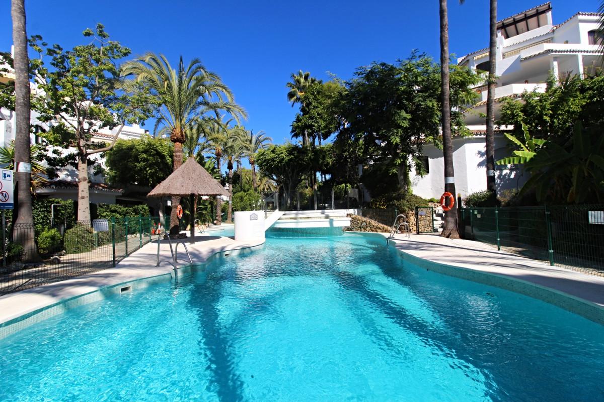 Marbella Banus Apartamento en Venta en Elviria – R3744592