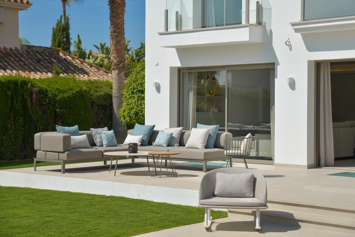 Villa en Venta en Nueva Andalucía – R3682532
