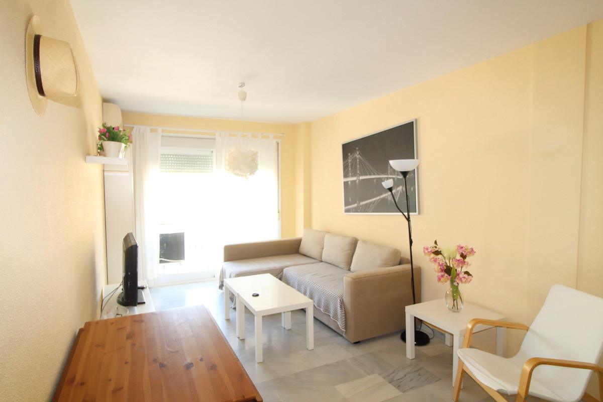 Middle Floor Apartment, Fuengirola, Costa del Sol. 2 Bedrooms, 2 Bathrooms, Built 69m²  Setting : To, Spain