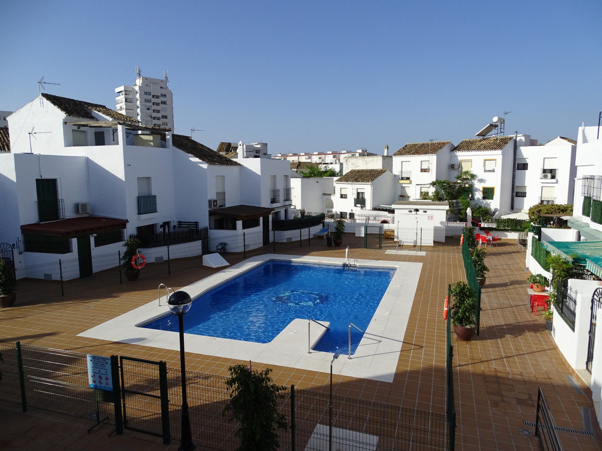 For lovers of action, those who like to live in the center, with everything nearby, this townhouse m,Spain