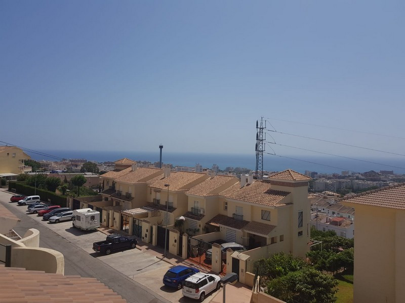 Townhouse in perfect condition, with sea views. It is distributed in four plants: 1- Spacious solari,Spain