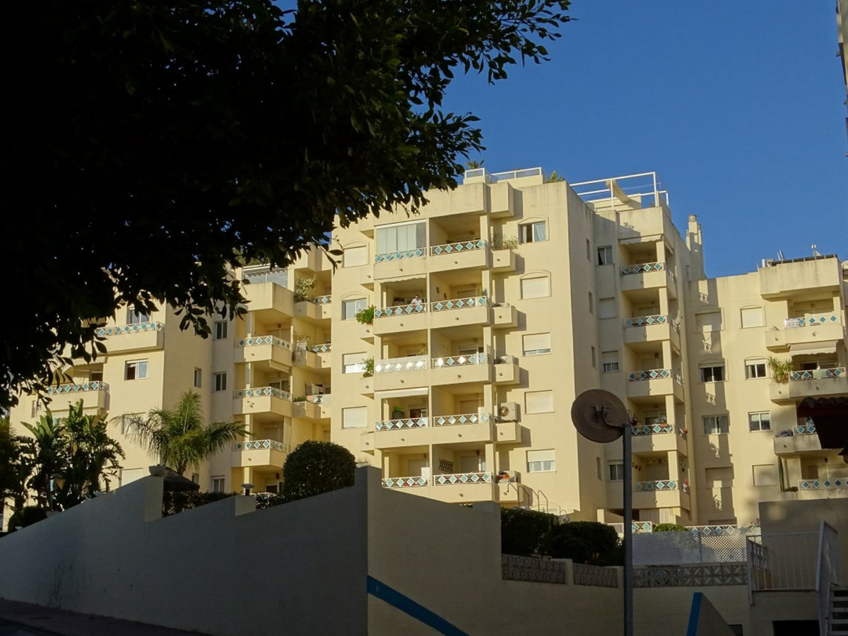 Apartment in Marbella a few meters from one of the best beaches. In just 8 minutes walking you reach, Spain