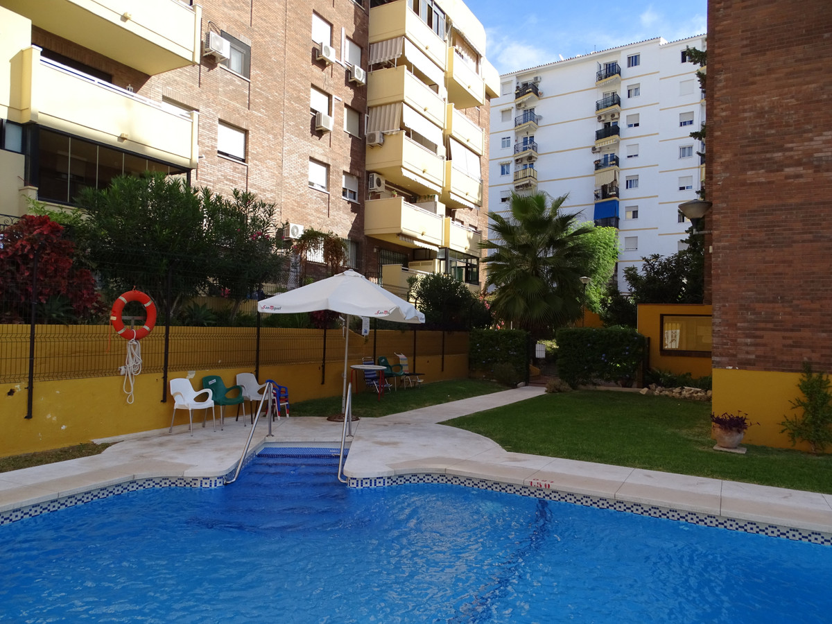 Apartment in the center of the town, full of life.  Next to the train station and taxy and bus stops,Spain