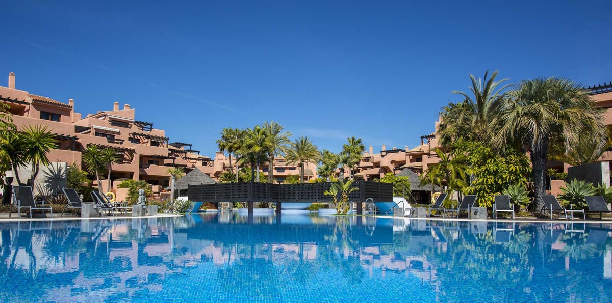Middle Floor Apartment, Estepona, Costa del Sol. 3 Bedrooms, 2 Bathrooms, Built 170 m², Terrace 50 m, Spain