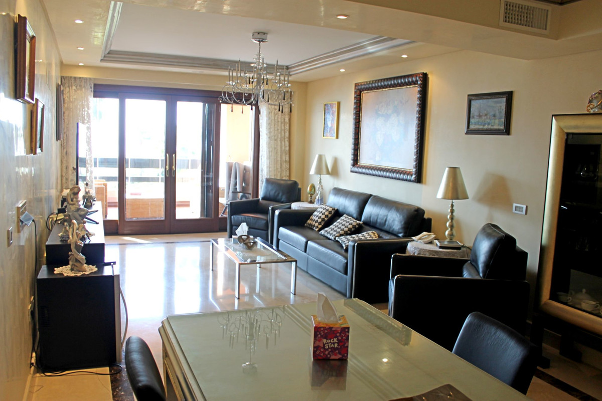 R3302287   Middle Floor Apartment in Estepona – € 1,000,000 – 3 beds, 2 baths