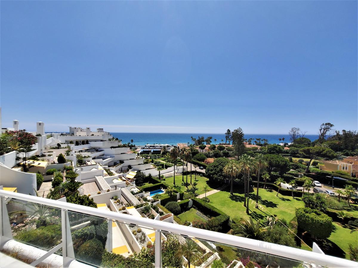 Penthouse, Guadalmina Baja, Costa del Sol. 2 Bedrooms, 2.5 Bathrooms, Built 260 m², Terrace 100 m². ,Spain