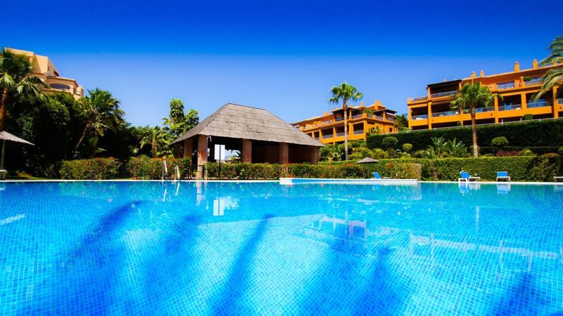 Marbella Banus Apartamento Planta Baja en venta en Atalaya – R3475684