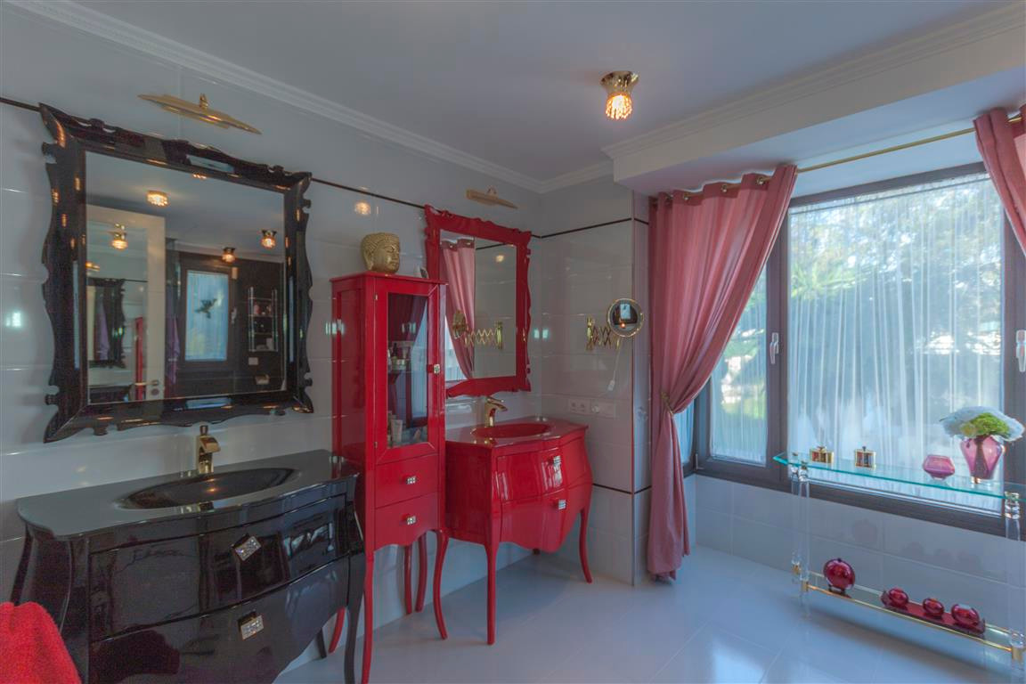 House in Marbella R2874281 10