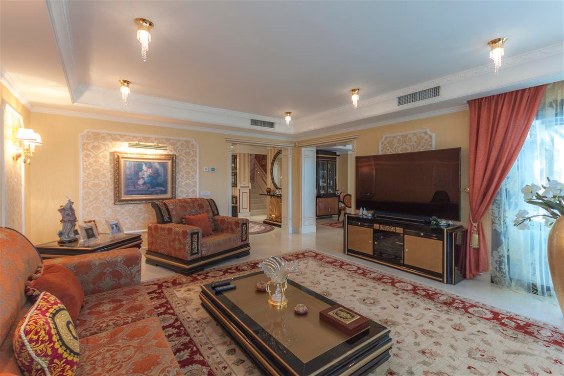 House in Marbella R2874281 4
