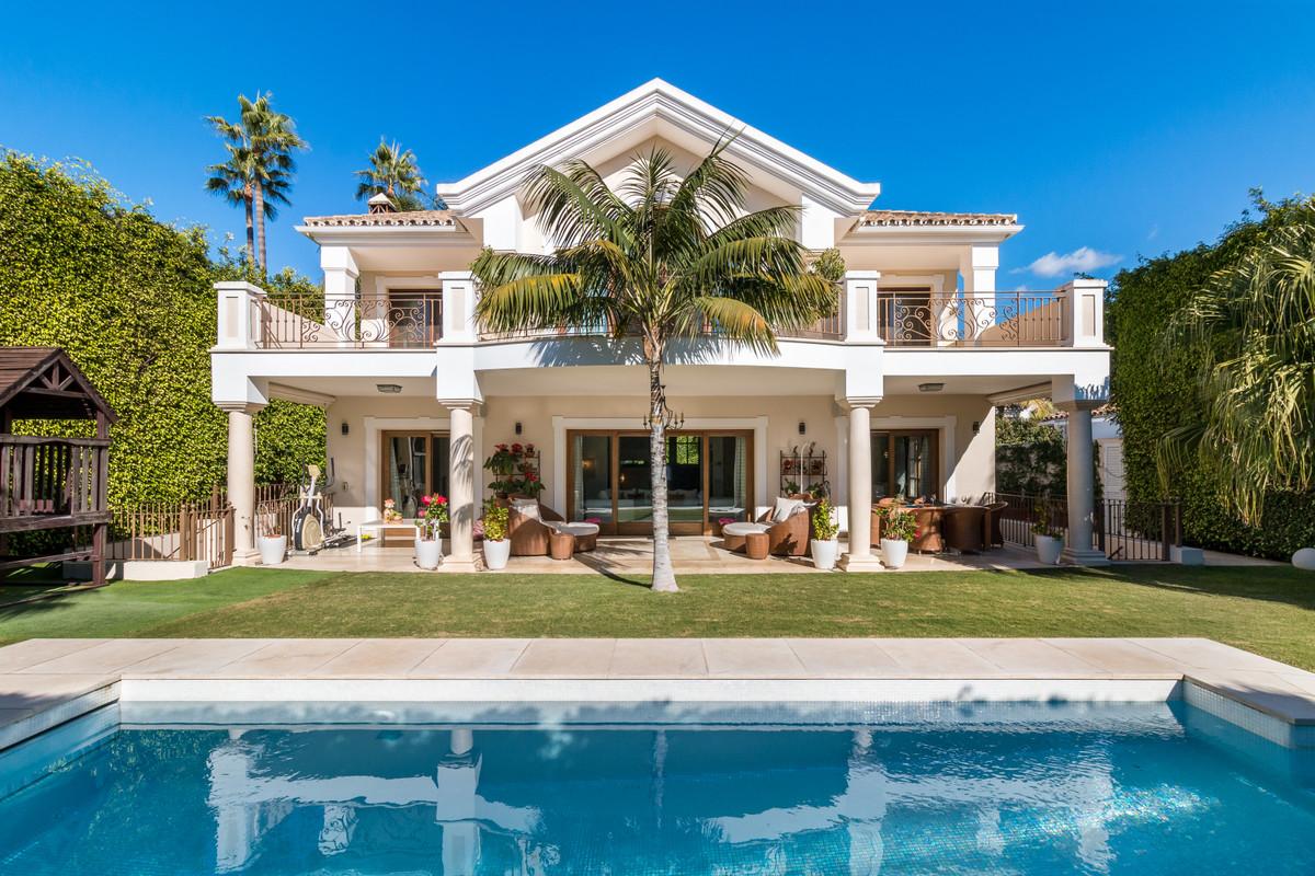 Marbella Banus Villa – Chalet en Venta en The Golden Mile – R3538069