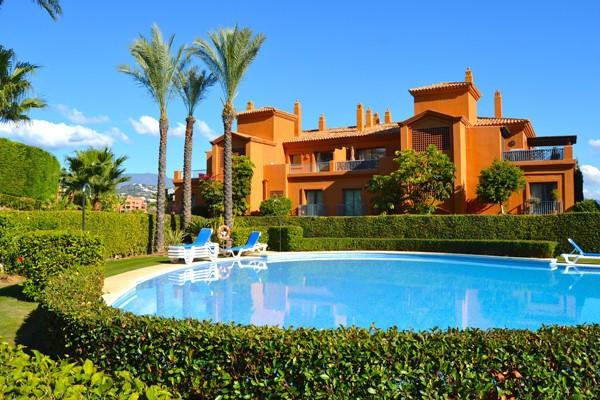 Penthouse, Estepona, Costa del Sol. 3 Bedrooms, 3 Bathrooms, Built 138 m², Terrace 136 m².  Setting ,Spain