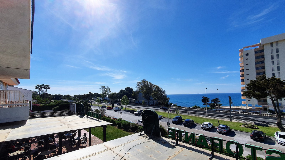 Tremendous local for sale located in Riviera commercial center with stunning sea views! 75m² inside ,Spain