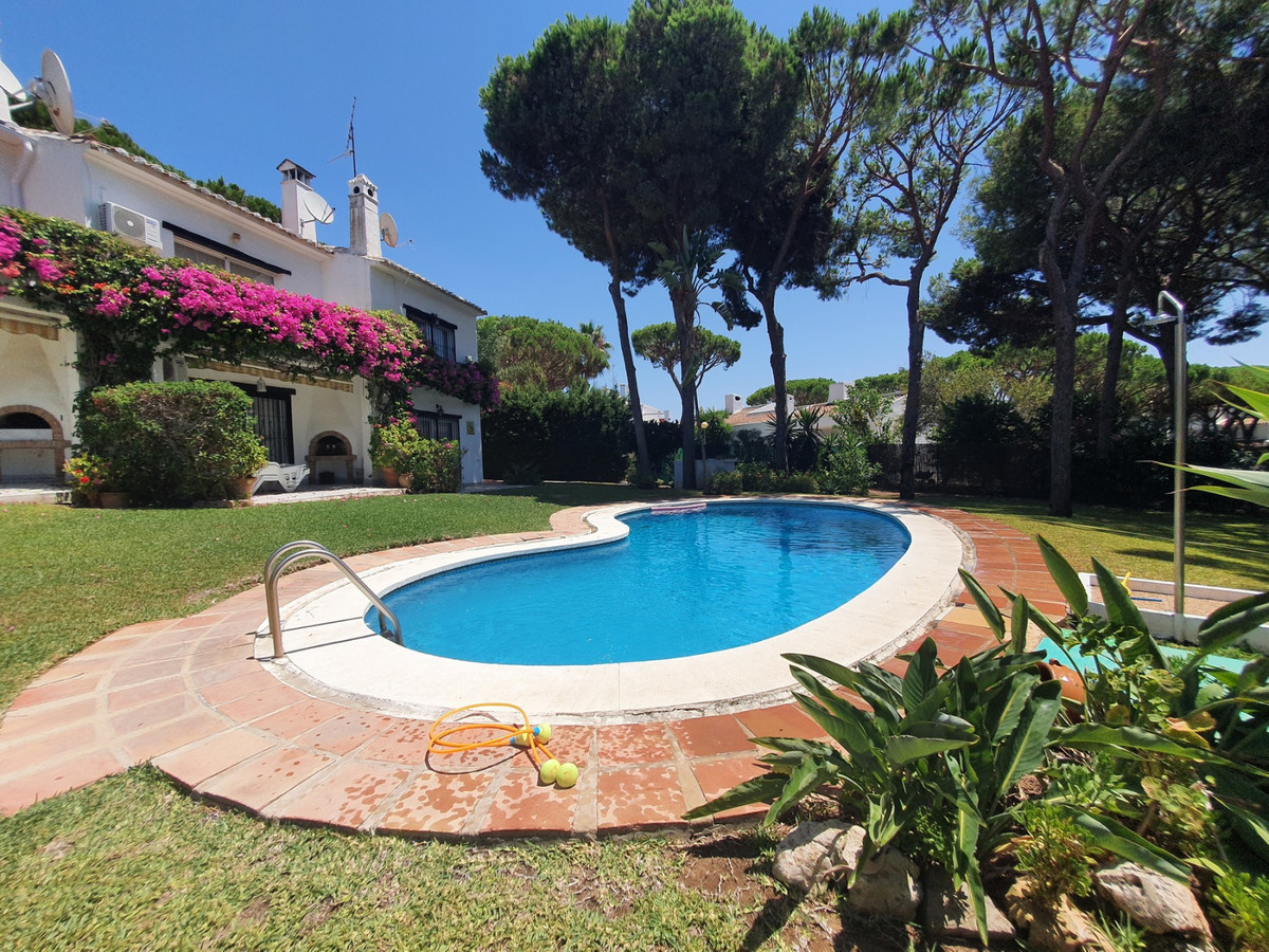 Andalucian 2 bed, 2 bath corner townhouse walking distance to amenities of Calahonda! This is a fabu,Spain