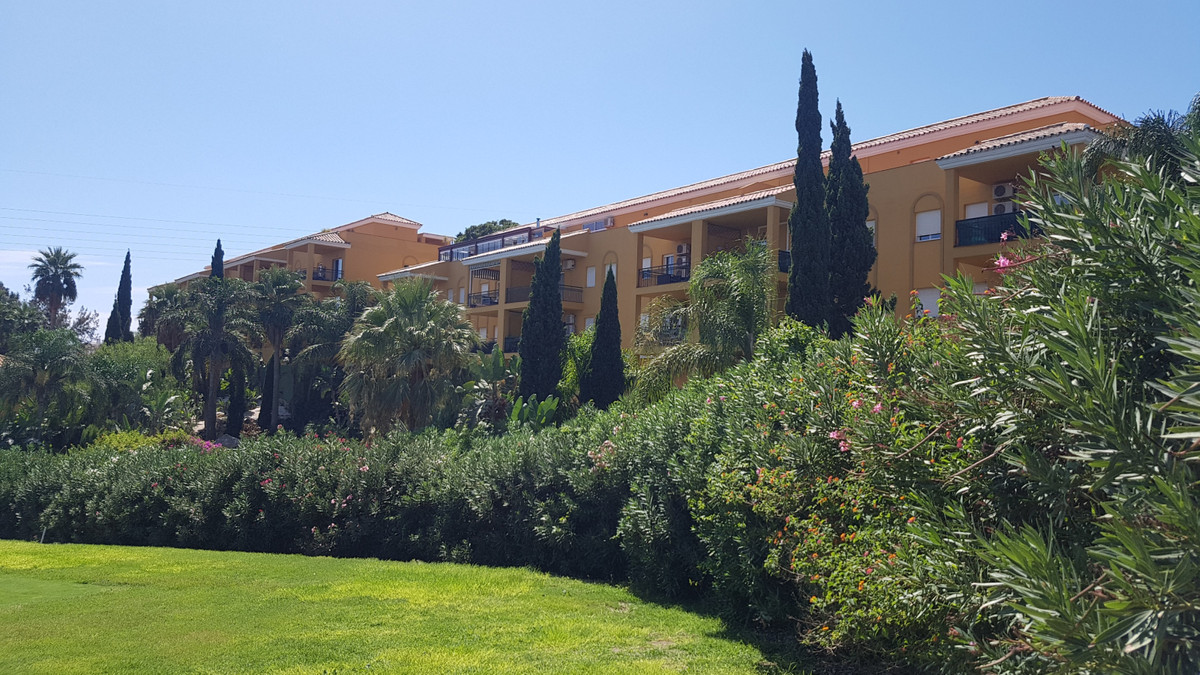 Extremely well looked after bright 2 bed 2 bath spacious apartment in the heart of Miraflores Golf w,Spain
