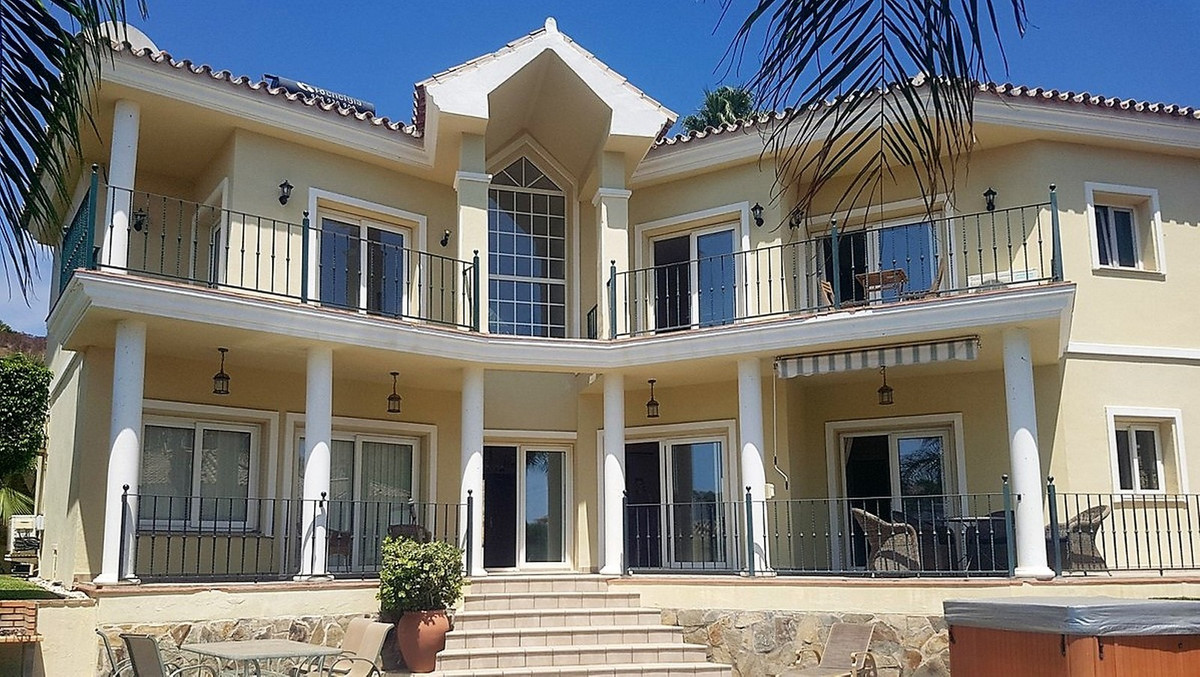 This stunning villa is situated in the sought after urbanisation of Torrenueva, walking distance to , Spain