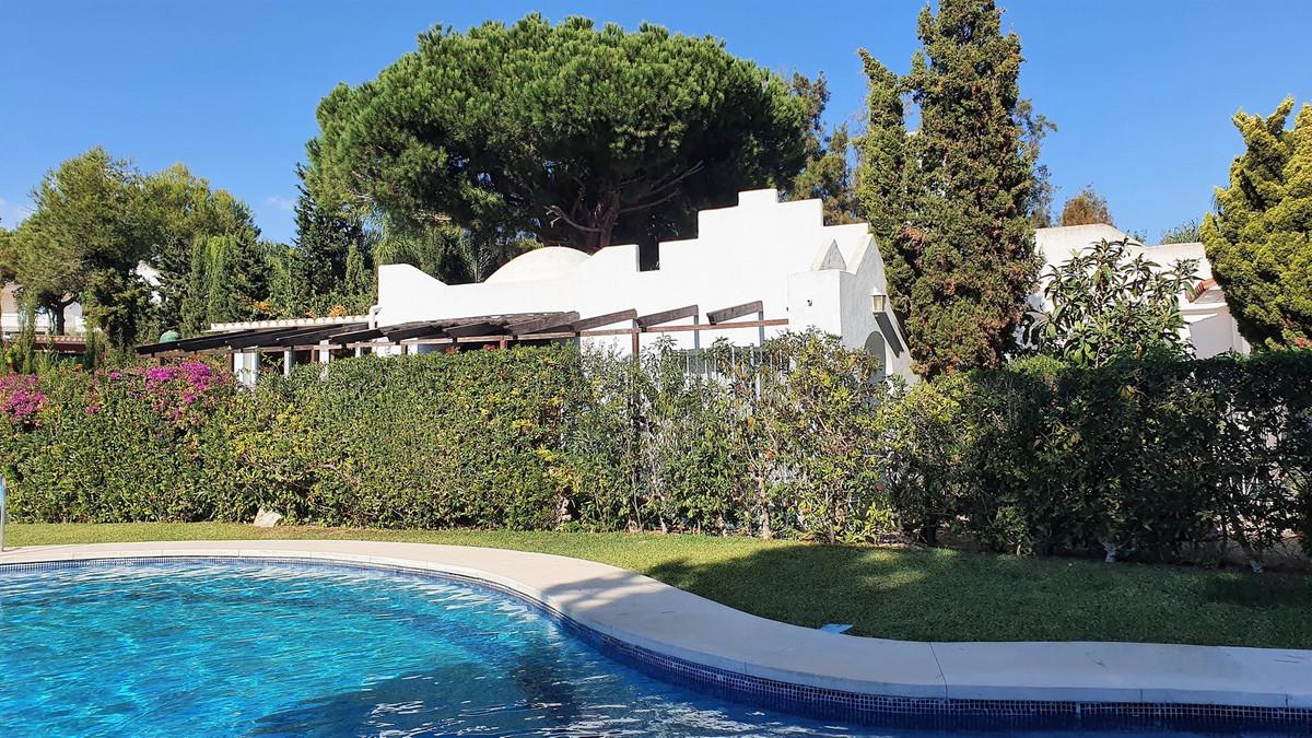 3 Bedroom Semi-Detached House For Sale Hacienda Las Chapas, Costa del Sol - HP3948025